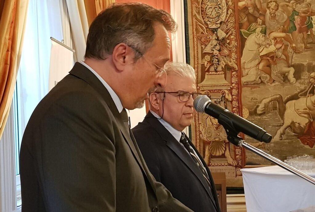 Αθανάσιος Κωνσταντόπουλος απονομή από τον πρέσβη της Γαλλίας